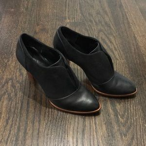 Banana republic black leather and suede heels